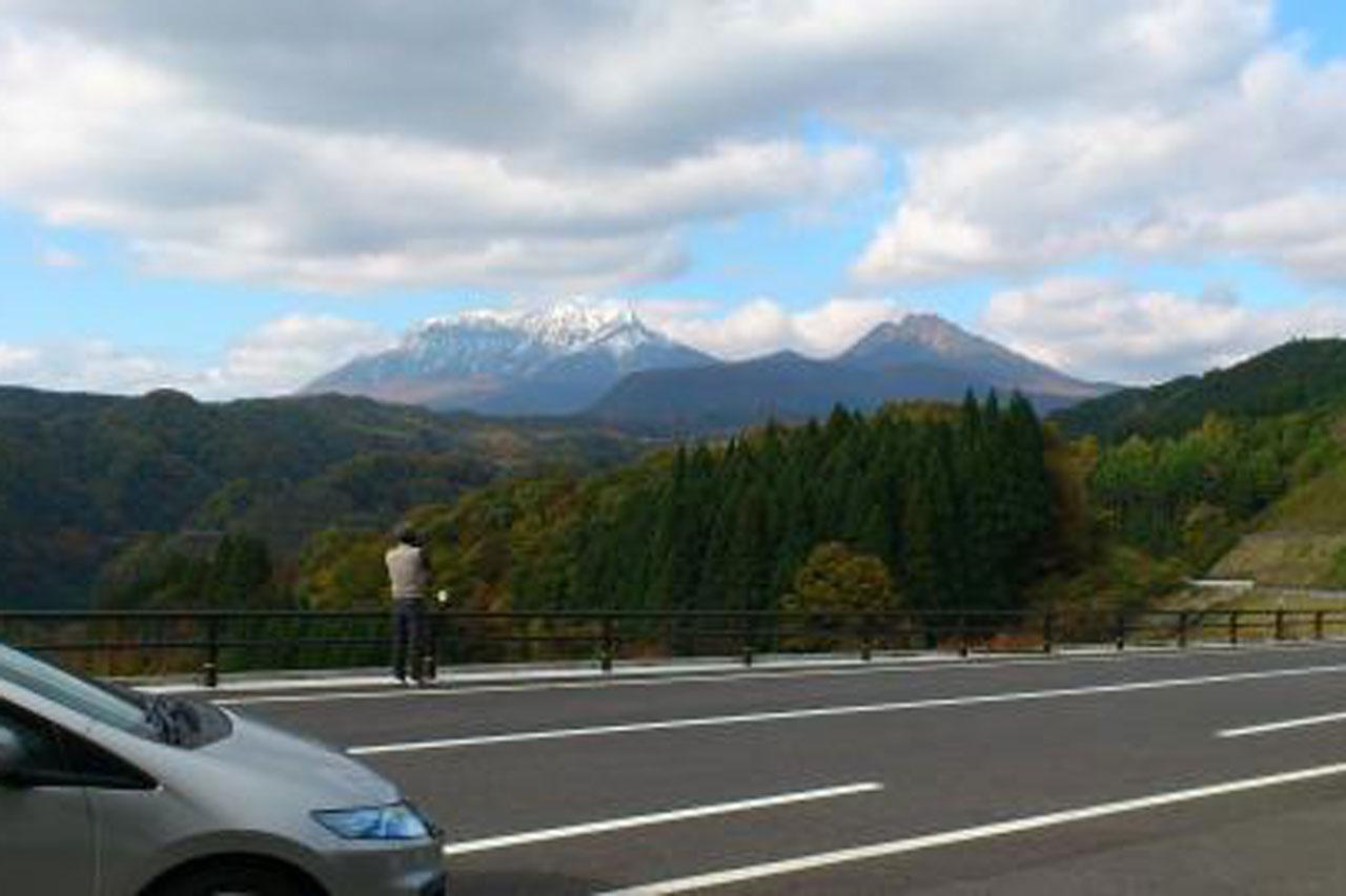 大山の初冠雪