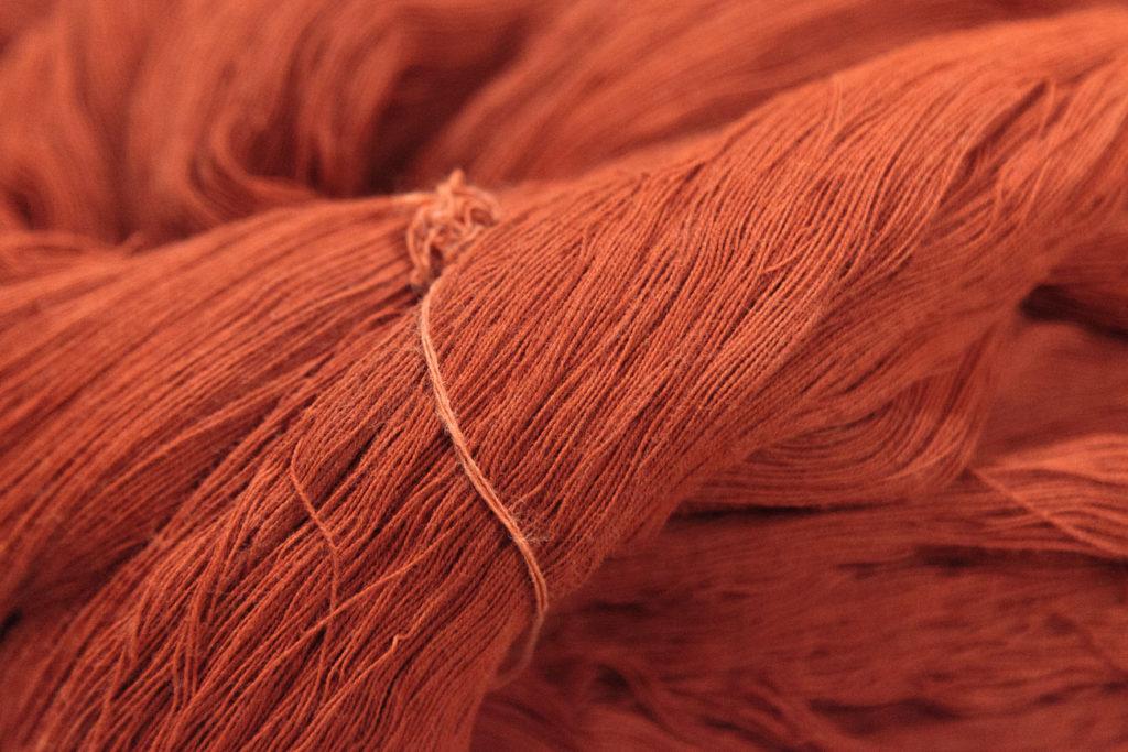 ベンガラ染め:綿糸