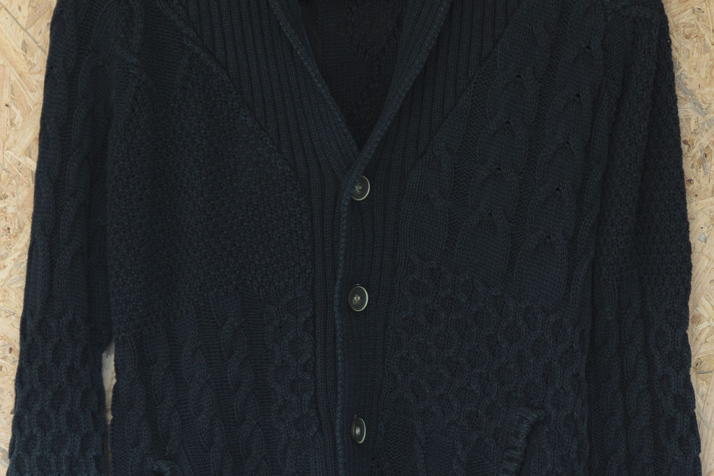 ケーブル編みカーディガン:インディゴ染め